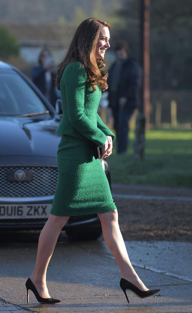 Bí kíp về một đôi chân Hoàng gia xịn mịn hoá ra chỉ nằm gọn trong 6 kiểu giày, toàn mẫu cơ bản ai cũng có thể học theo - Ảnh 2.
