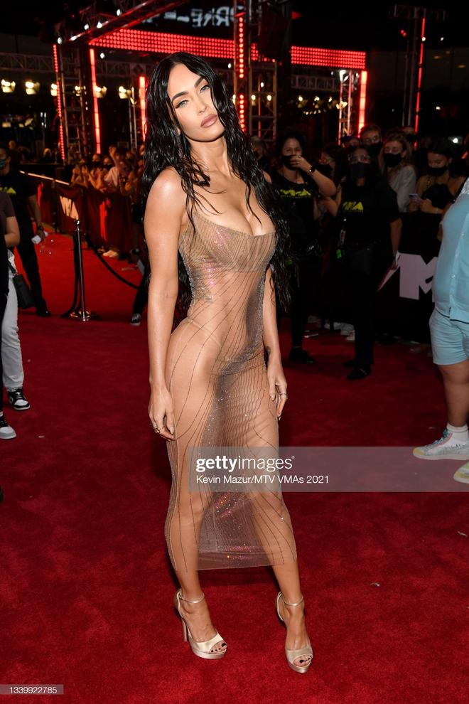 """Siêu thảm đỏ VMAs 2021: Olivia Rodrigo ngực khủng đè bẹp Camila Cabello """"dừ chát"""", Megan Fox mặc như không dẫn đầu dàn mỹ nhân phô da thịt - Ảnh 8."""