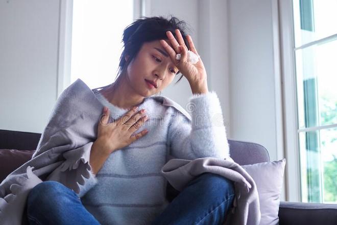 2 biểu hiện bất thường ở cổ họng cho thấy có thể bạn đang mắc ung thư phổi, không phát hiện mà đi khám ngay thì hối hận không kịp - ảnh 2