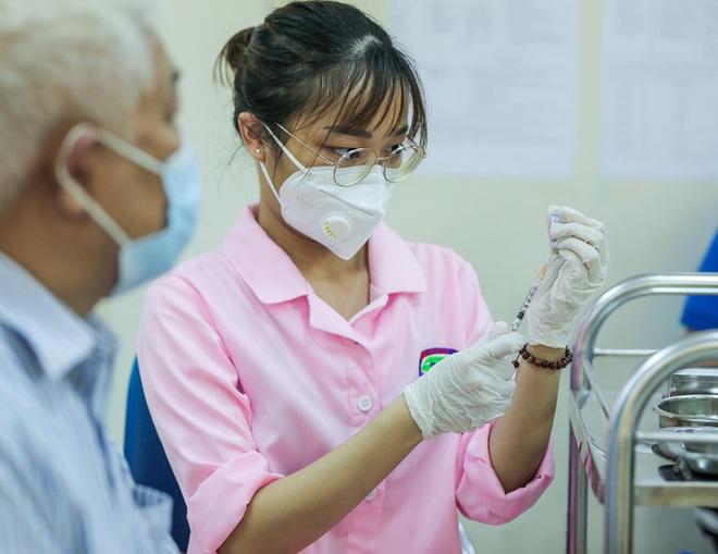 Diễn biến dịch ngày 13/9: Hà Nội sẽ đề xuất nới lỏng sau 21/9 nếu tình hình tốt như hiện tại; TP.HCM giãn cách xã hội đến cuối tháng 9 - Ảnh 1.
