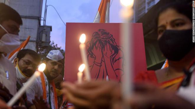 Người phụ nữ bị cưỡng hiếp, tra tấn bằng thanh sắt đến tử vong trên xe bus giữa ban ngày gây chấn động dư luận - ảnh 2