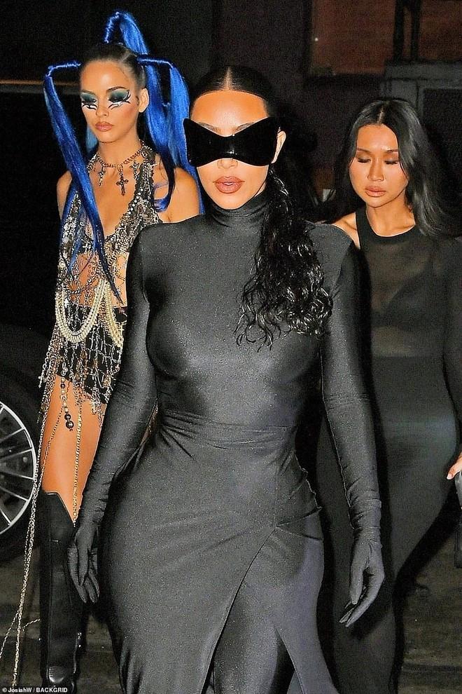 """Dàn sao """"xả đồ"""" dự tiệc hậu Met Gala: Kendall Jenner mặc thoáng hơn nhưng o ép vòng 1, Rosé vẫn một sắc đen, ơn giời mặt Kim Kardashian đây rồi - Ảnh 3."""