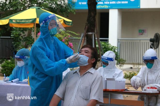 Ảnh: Nhiều phường ở Hà Nội đã hoàn thành tiêm vắc-xin Covid-19 cho người trên 18 tuổi - Ảnh 3.