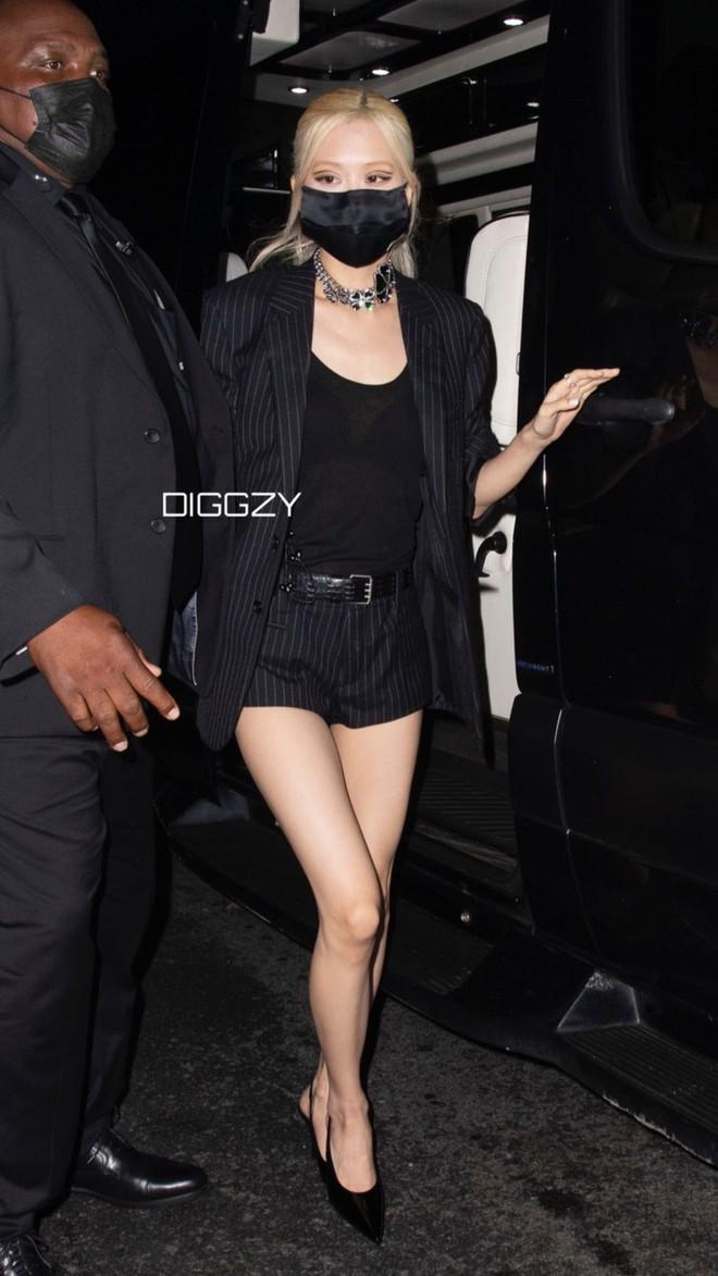 """Dàn sao """"xả đồ"""" dự tiệc hậu Met Gala: Kendall Jenner mặc thoáng hơn nhưng o ép vòng 1, Rosé vẫn một sắc đen, ơn giời mặt Kim Kardashian đây rồi - Ảnh 5."""