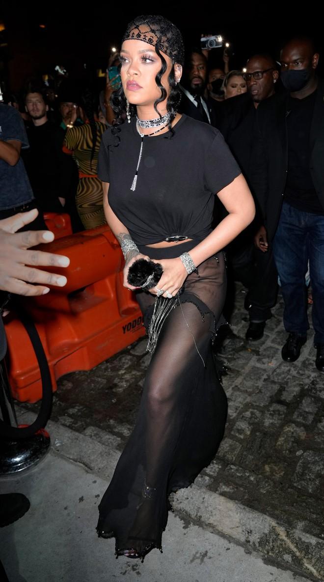 """Dàn sao """"xả đồ"""" dự tiệc hậu Met Gala: Kendall Jenner mặc thoáng hơn nhưng o ép vòng 1, Rosé vẫn một sắc đen, ơn giời mặt Kim Kardashian đây rồi - Ảnh 4."""