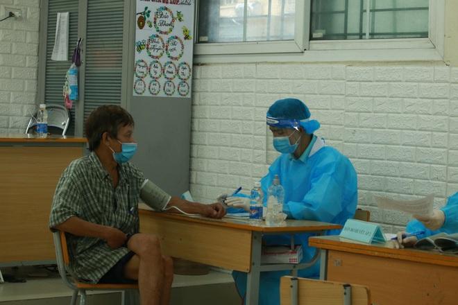 Ảnh: Nhiều phường ở Hà Nội đã hoàn thành tiêm vắc-xin Covid-19 cho người trên 18 tuổi - Ảnh 11.