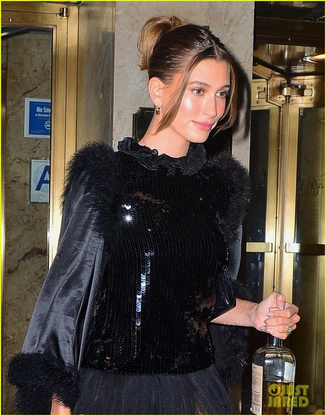 """Dàn sao """"xả đồ"""" dự tiệc hậu Met Gala: Kendall Jenner mặc thoáng hơn nhưng o ép vòng 1, Rosé vẫn một sắc đen, ơn giời mặt Kim Kardashian đây rồi - Ảnh 2."""