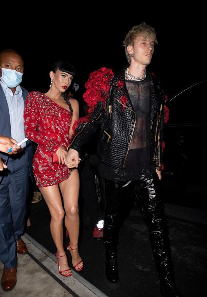 """Dàn sao """"xả đồ"""" dự tiệc hậu Met Gala: Kendall Jenner mặc thoáng hơn nhưng o ép vòng 1, Rosé vẫn một sắc đen, ơn giời mặt Kim Kardashian đây rồi - Ảnh 7."""