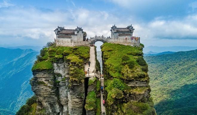 Ngôi chùa nằm trên đỉnh núi tách đôi được ví như tiên cảnh nhân gian nhưng vẫn tồn tại bí ẩn khiến hậu nhân đau đầu - ảnh 1