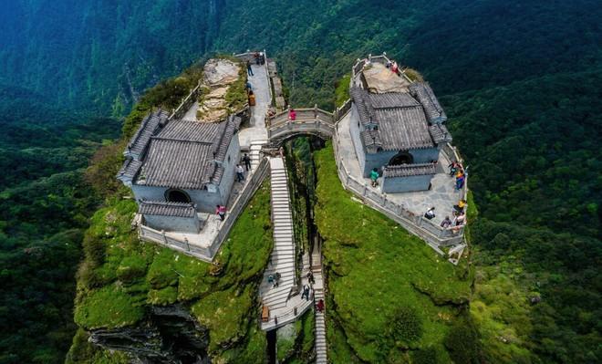 Ngôi chùa nằm trên đỉnh núi tách đôi được ví như tiên cảnh nhân gian nhưng vẫn tồn tại bí ẩn khiến hậu nhân đau đầu - ảnh 2