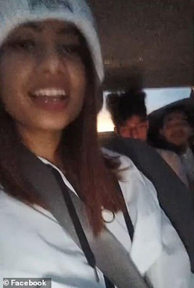 Đang livestream TikTok, cô gái không ngờ đó là giây phút cuối của cuộc đời, hình ảnh vui vẻ sau cùng của nhóm bạn gây ám ảnh - ảnh 1