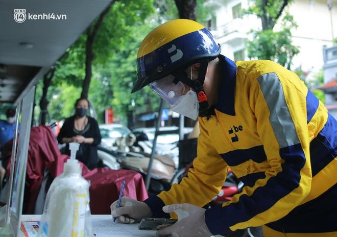 Ảnh: Một quận ở Hà Nội thí điểm đi chợ hộ cho người dân bằng xe công nghệ qua ứng dụng giao hàng - ảnh 1