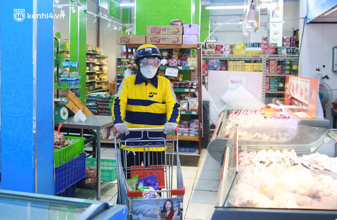 Ảnh: Một quận ở Hà Nội thí điểm đi chợ hộ cho người dân bằng xe công nghệ qua ứng dụng giao hàng - ảnh 8