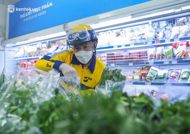Ảnh: Một quận ở Hà Nội thí điểm đi chợ hộ cho người dân bằng xe công nghệ qua ứng dụng giao hàng - ảnh 6