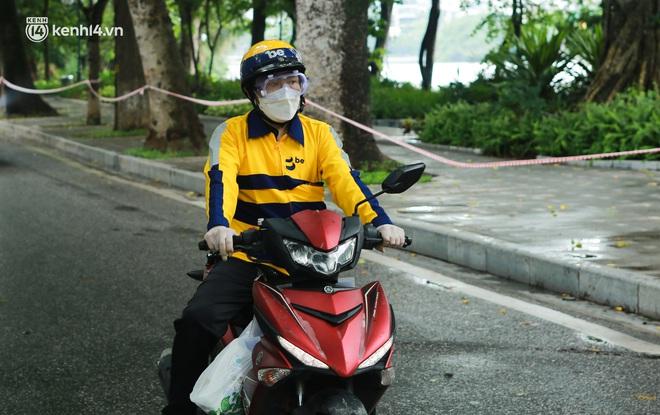 Ảnh: Một quận ở Hà Nội thí điểm đi chợ hộ cho người dân bằng xe công nghệ qua ứng dụng giao hàng - ảnh 9