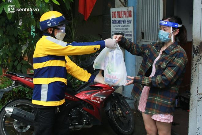 Ảnh: Một quận ở Hà Nội thí điểm đi chợ hộ cho người dân bằng xe công nghệ qua ứng dụng giao hàng - ảnh 10
