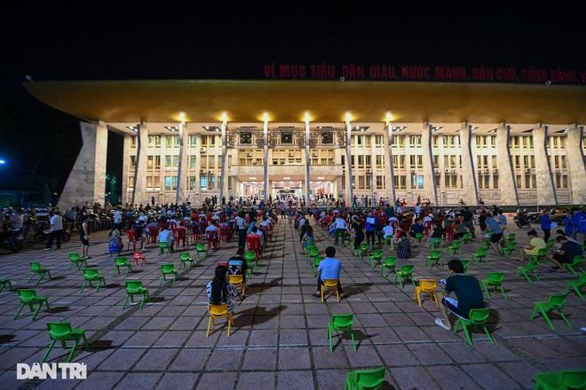 Diễn biến dịch ngày 15/9: Hà Nội phong tỏa khu dân cư hơn 1.300 dân; TP.HCM thống nhất lộ trình mở cửa kinh tế theo 3 giai đoạn - Ảnh 2.