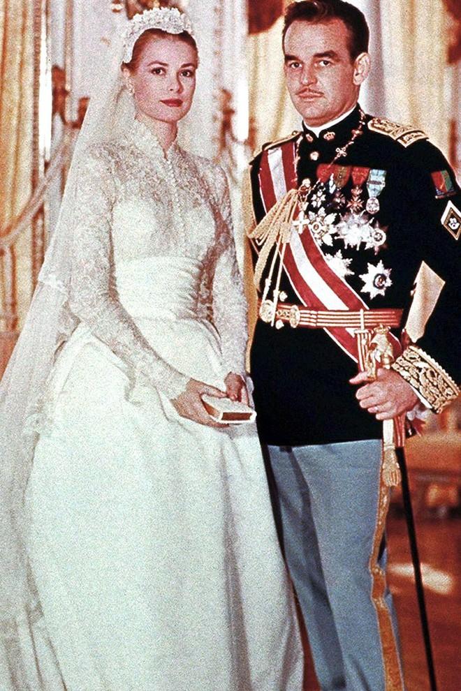 Đặt lên bàn cân Công nương Monaco và Meghan Markle: 2 nàng dâu đồng hương nhưng số phận khác nhau hoàn toàn - ảnh 3