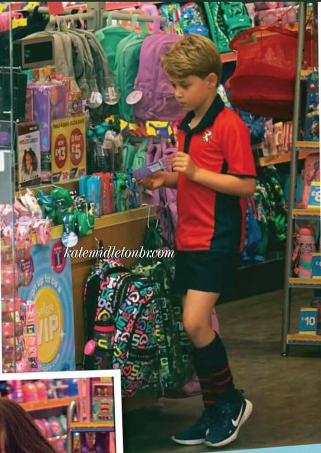 Công nương Kate lộ diện sau 60 ngày mất hút, đưa 2 con đi mua sắm với loạt cử chỉ tinh tế - ảnh 4