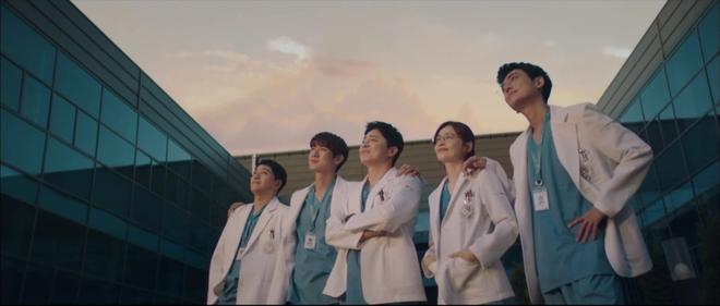 Hospital Playlist 2 TẬP CUỐI kết thúc viên mãn mà dang dở: Ik Jun - Song Hwa yêu nhau tới bến, đôi Bồ Câu vẫn mập mờ? - ảnh 14
