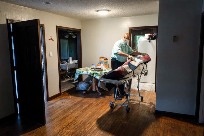 Bệnh viện từ chối bệnh nhân, người Mỹ lại chết ngạt giữa cơn bão biến chủng Covid (Delta) quá hung hãn - ảnh 2