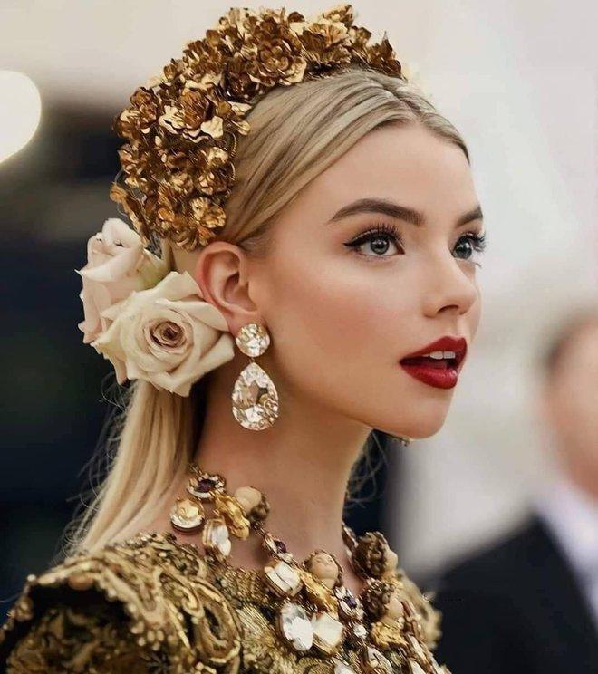 Có 1 mỹ nhân dự lần đầu đã đại náo Met Gala 2018 với nhan sắc kiêu kỳ tựa nữ thần: Thế này sao mãi mới nổi tiếng thế nhỉ? - ảnh 2