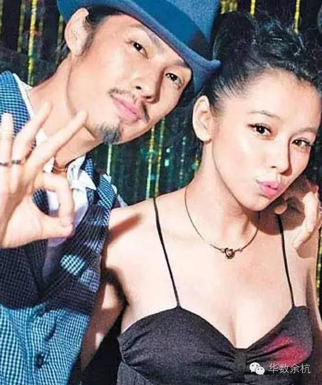 Ngô Kiến Hào: Thành viên bị chê xấu nhất F4 cưới kiều nữ Singapore với 1001 drama ly hôn và cú lội ngược dòng ngoạn mục tuổi 43 - ảnh 5