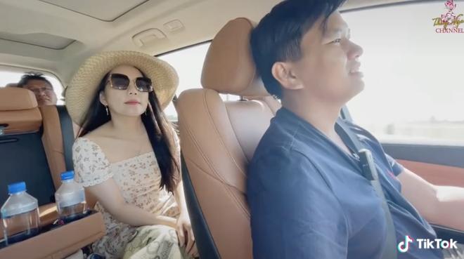 """Chuyện tình của triệu phú đô la Vương Phạm và vợ, """"chốt đơn"""" nhanh gọn lẹ bằng 1 câu: Cưới tui đi, tui tặng bà chiếc xe! - ảnh 1"""