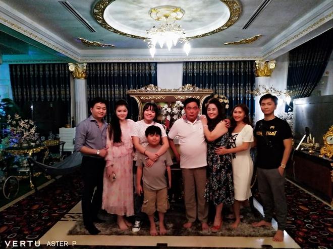 Thêm loạt ảnh mới bên trong lâu đài 2.400m2 giữa trung tâm Sài Gòn của CEO Đại Nam: Xa hoa hết cỡ! - ảnh 3
