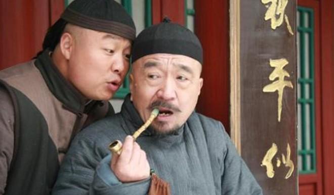 Tể tướng Lưu Gù: Mâu thuẫn với Càn Long - Hoà Thân, bị phong sát khốc liệt vì quá... liêm khiết, giờ ra sao ở tuổi 74? - ảnh 2