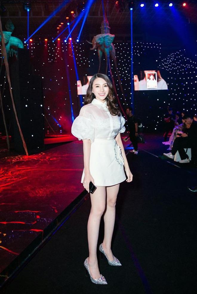Khi váy áo được mỹ nhân Việt mặc hôm nay, hôm sau bán đầy ngoài chợ... - ảnh 14