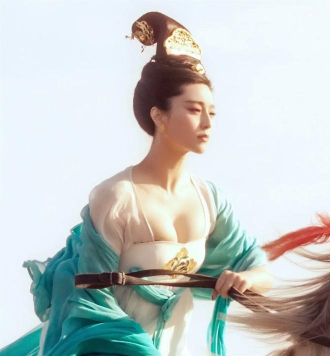 """Chuyên gia phục dựng hình ảnh thực tế của Dương quý phi, dân mạng cảm thán """"khó trách Hoàng đế từ bỏ giang sơn vì nàng"""" - ảnh 4"""