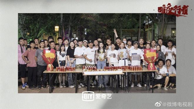 Dân tình hốt hoảng vì nhan sắc giả trân của bà xã Vương Nhất Bác, make up lố mà thua xa nữ phụ ở lễ đóng máy phim mới - ảnh 10