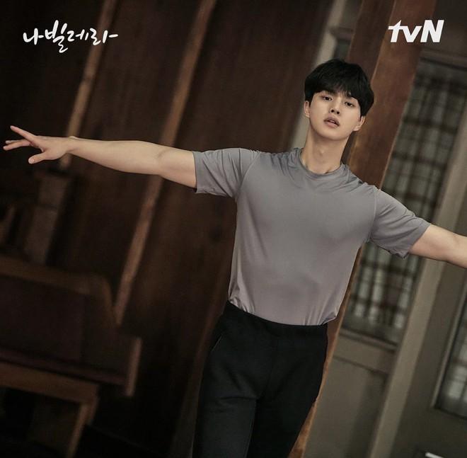 Hội diễn viên Hàn - Việt bị phục trang hại đời: Song Kang lộ hàng vì quần bó sát, cạn lời với Phương Oanh luôn - ảnh 10