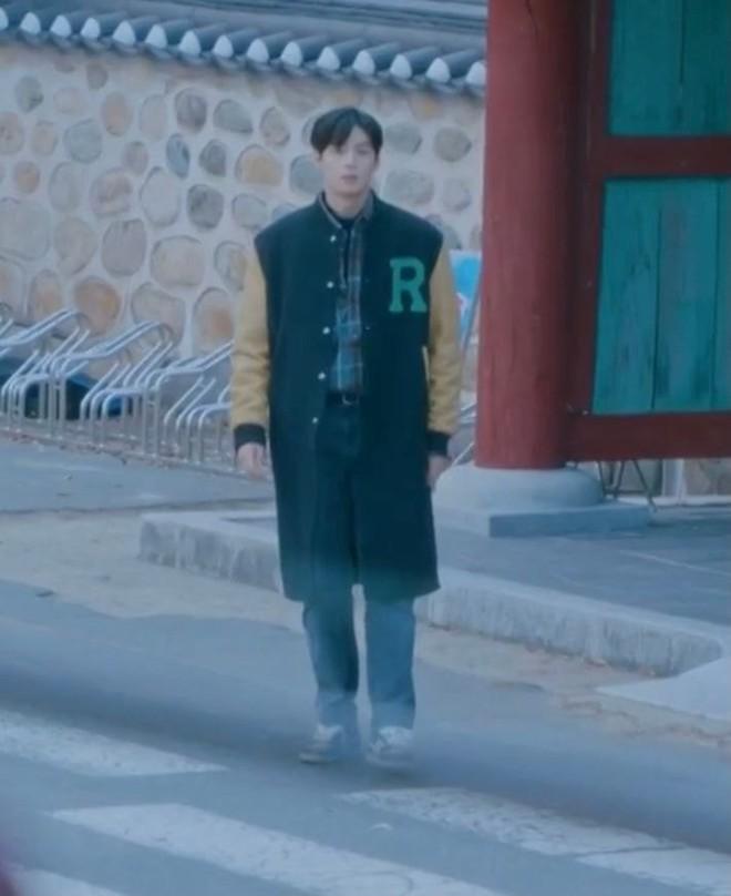 Hội diễn viên Hàn - Việt bị phục trang hại đời: Song Kang lộ hàng vì quần bó sát, cạn lời với Phương Oanh luôn - ảnh 12