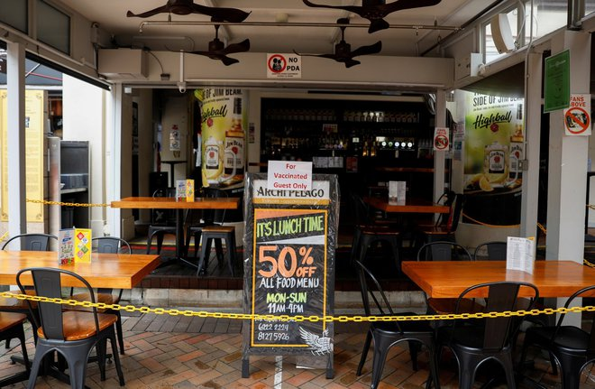 Lạc lõng, cô lập: Đây là những gì người không tiêm vaccine Covid tại Singapore đang cảm thấy ngay lúc này - ảnh 2
