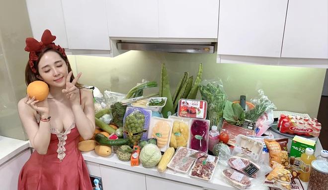 Việt Anh cởi trần vào bếp, bị netizen soi hint sống chung với Quỳnh Nga? - ảnh 2