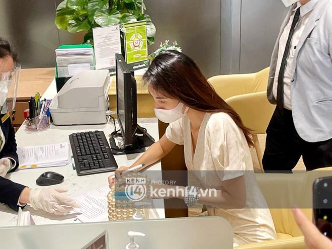 Chùm ảnh ĐỘC QUYỀN: Tất tần tật quá trình Thuỷ Tiên - Công Vinh làm thủ tục với 18.000 văn bản sao kê 177 tỷ trong ngân hàng! - ảnh 9