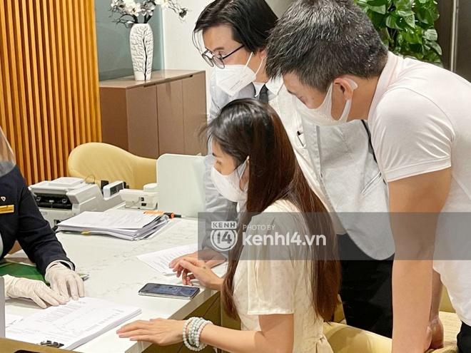 Cận cảnh chồng thùng giấy chứa 18.000 tờ sao kê 177 tỷ kêu gọi cứu trợ miền Trung của vợ chồng Thuỷ Tiên - Công Vinh! - ảnh 6