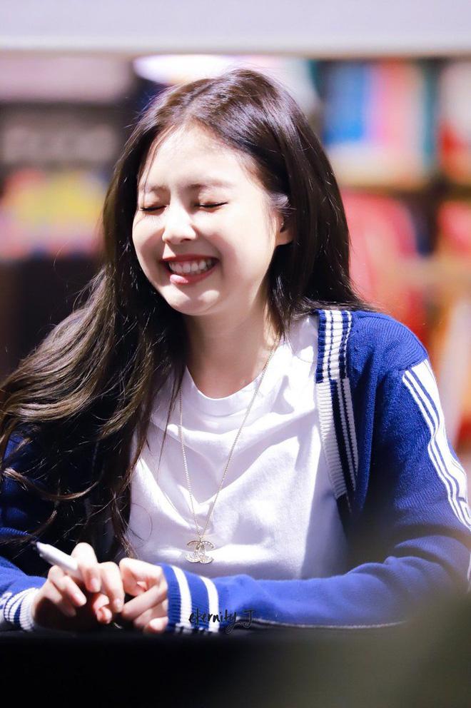 Trùng hợp bất ngờ giữa Nayeon và Jennie: cười lên là lộ khuyết điểm nhưng lại được nhiều người muốn sửa theo - ảnh 18