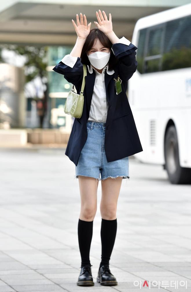 Cùng mặc một kiểu trang phục, 5 sao Hàn này trông thế nào trước và sau khi giảm cân? - Ảnh 3.