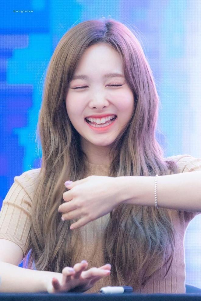 Trùng hợp bất ngờ giữa Nayeon và Jennie: cười lên là lộ khuyết điểm nhưng lại được nhiều người muốn sửa theo - ảnh 9