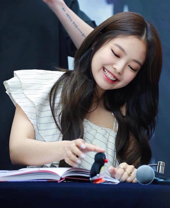 Trùng hợp bất ngờ giữa Nayeon và Jennie: cười lên là lộ khuyết điểm nhưng lại được nhiều người muốn sửa theo - ảnh 19