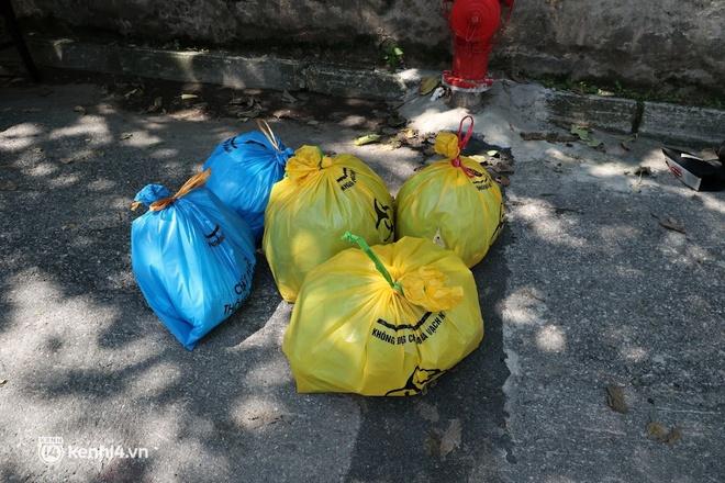 Hà Nội: Phong tỏa khu dân cư ở quận Long Biên nơi 6 người trong gia đình dương tính SARS-CoV-2 - ảnh 8