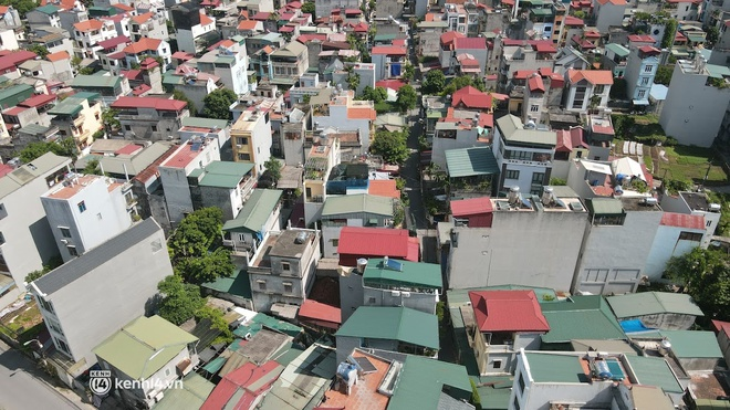 Hà Nội: Phong tỏa khu dân cư ở quận Long Biên nơi 6 người trong gia đình dương tính SARS-CoV-2 - ảnh 5