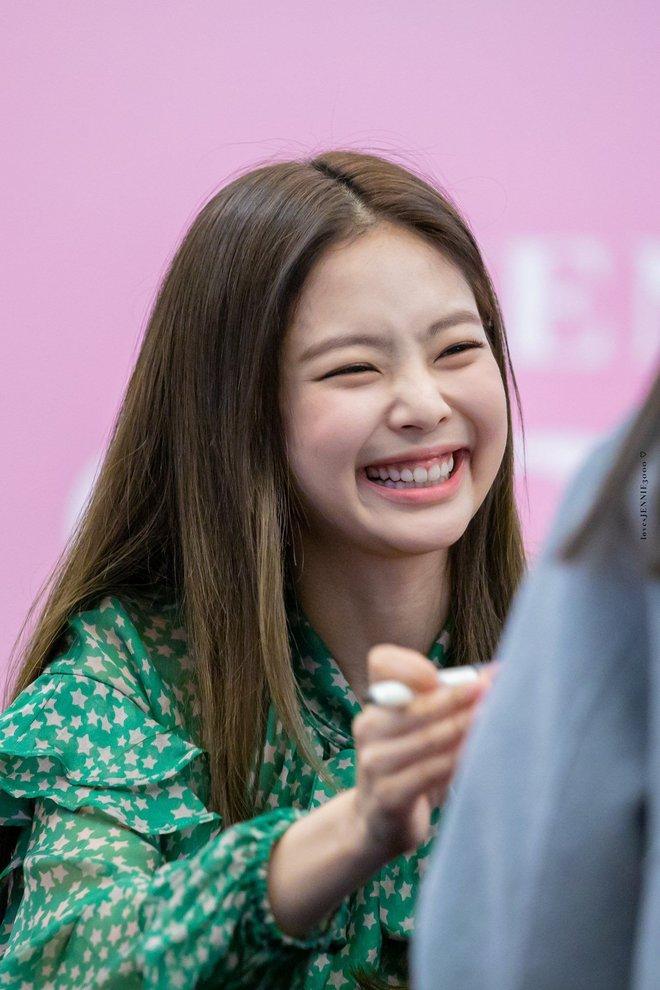 Trùng hợp bất ngờ giữa Nayeon và Jennie: cười lên là lộ khuyết điểm nhưng lại được nhiều người muốn sửa theo - ảnh 17