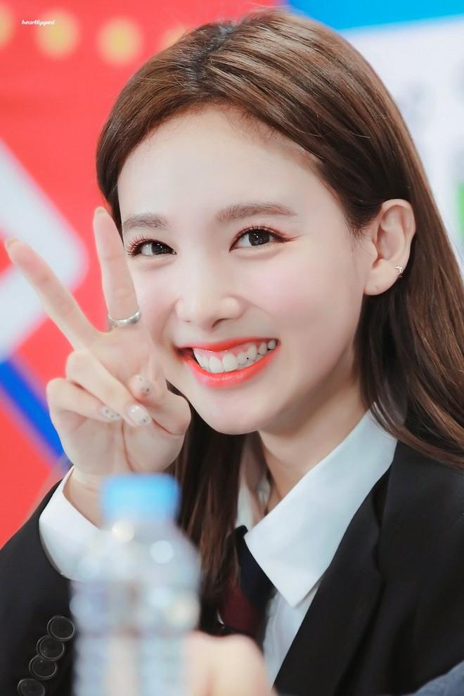 Trùng hợp bất ngờ giữa Nayeon và Jennie: cười lên là lộ khuyết điểm nhưng lại được nhiều người muốn sửa theo - ảnh 6