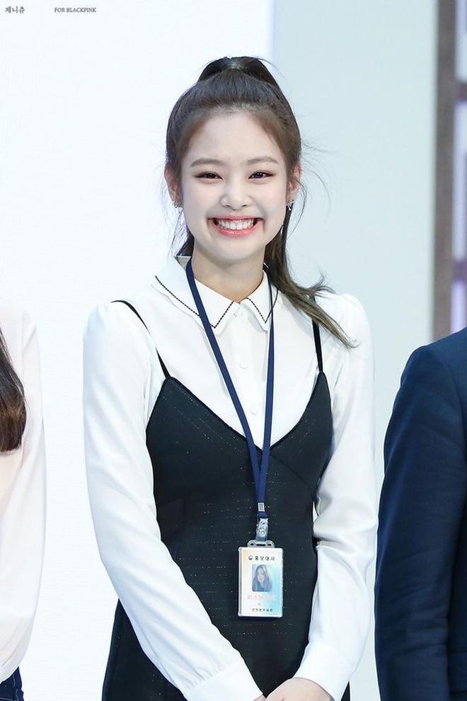 Trùng hợp bất ngờ giữa Nayeon và Jennie: cười lên là lộ khuyết điểm nhưng lại được nhiều người muốn sửa theo - ảnh 12
