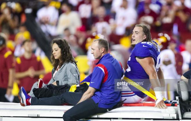 Cầu thủ bóng bầu dục Mỹ gây ớn lạnh với khoảnh khắc gãy gập chân, nét mặt sau chấn thương khiến tất cả kinh ngạc - ảnh 4