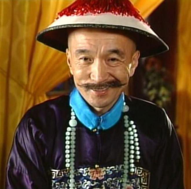 Tể tướng Lưu Gù: Mâu thuẫn với Càn Long - Hoà Thân, bị phong sát khốc liệt vì quá... liêm khiết, giờ ra sao ở tuổi 74? - ảnh 1